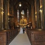 nevěsta a ženich, svatební šaty, svatba v kostele