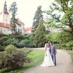 nevěsta a ženich, svatební šaty