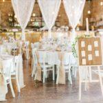 svatební hostina, rustikální svatba, svatba ve stodole, svatba na statku, zasedací pořádek na svatbu