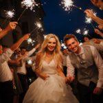 nevěsta a ženich, svatební den, svatební prskavky