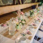 svatební hostina, svatba ve stodole, rustikální svatba, svatba na statku