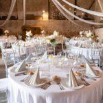svatební hostina, svatba ve stodole, rustikální svatba